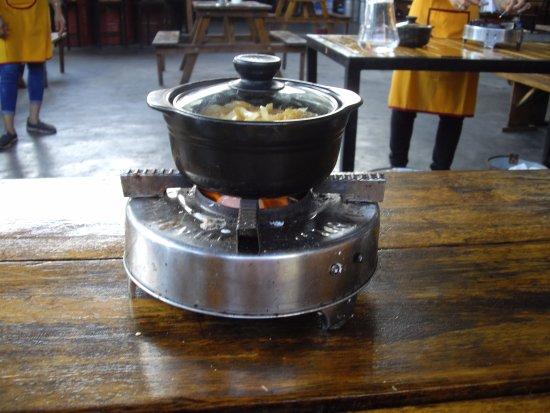 Lanterns Cooking Class: Hot pot (main course) - either chicken/port/fish/prawn