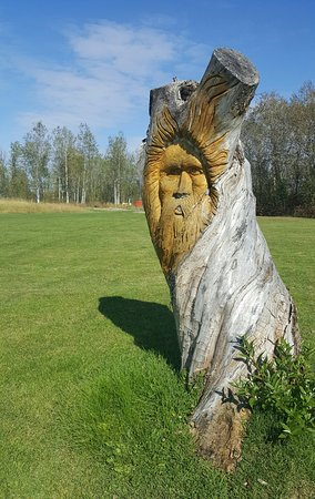 Kapuskasing, Canadá: Tree carving opn golf course