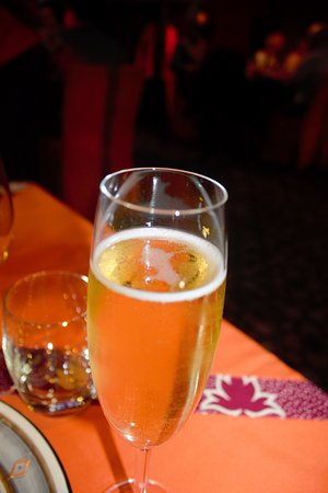 Gold Restaurant: Gold-flecked bubbly