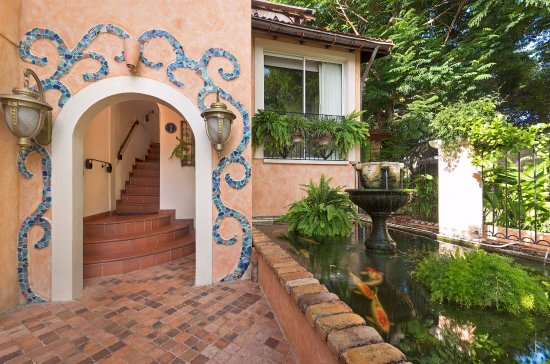 Little Arches Boutique Hotel: Our koi are pleased to welcome you to Little Arches!