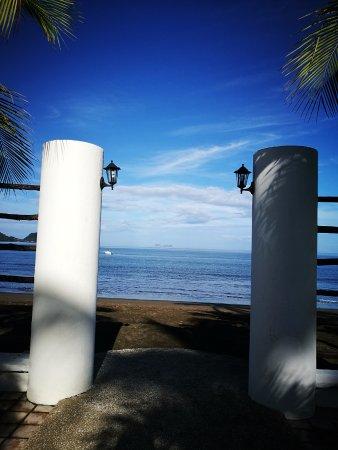 Bahia del Sol Beach Front Boutique Hotel: Vista desde la ducha del jardin