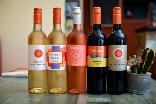 Belleville, Canadá: Our Selection of Wine from Sandbanks Winery