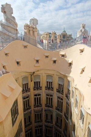 Patio interior - Photo de Casa Milà, Barcelone - TripAdvisor