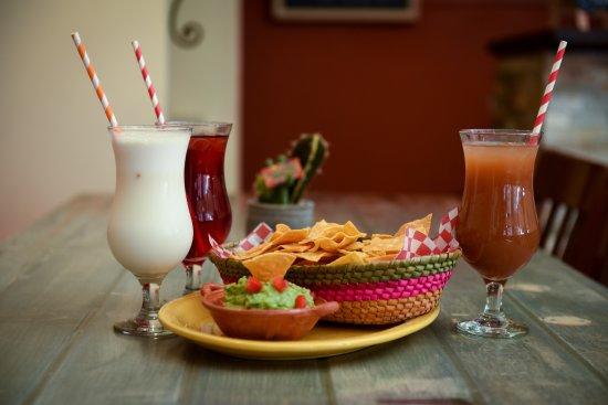 Belleville, Canadá: Guacamole and Chips - Aguas frescas