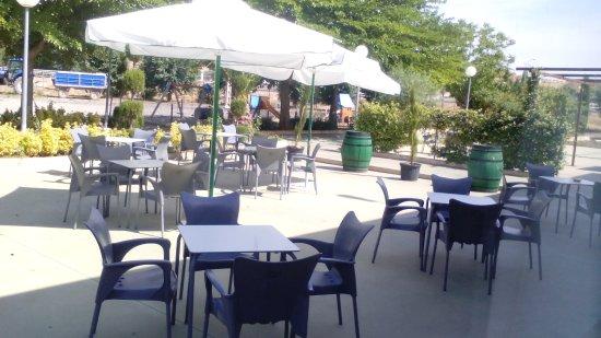 Terraza De Verano Con Vistan A La Zona De Usos Multiples Y