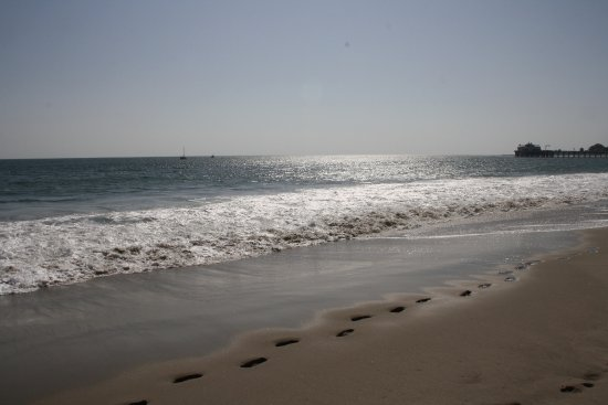 Malibu Beach Inn: The only footprints you'll see are yours...