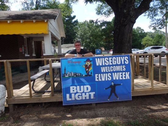 Horn Lake, MS: outside the wiseguys