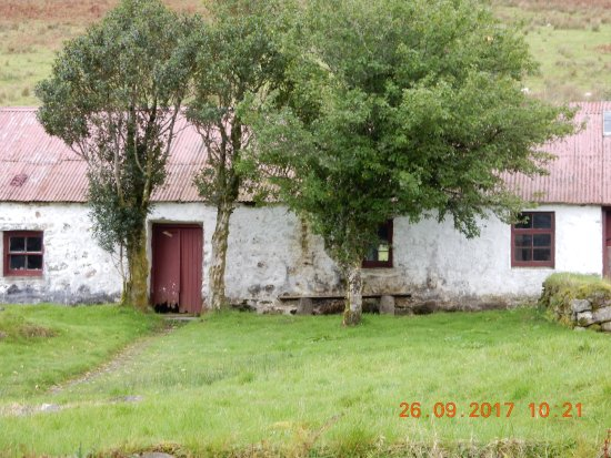 Inveraray, UK: cottage come barn