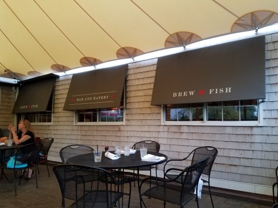 BrewFish Bar and Eatery: Outdoor decor