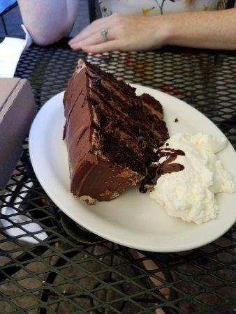 BrewFish Bar and Eatery: Chocolate Cake