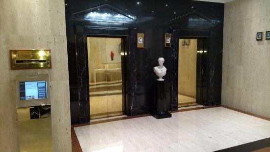 Melia White House: Os elevadores têm tecnologia da maior modernidade.