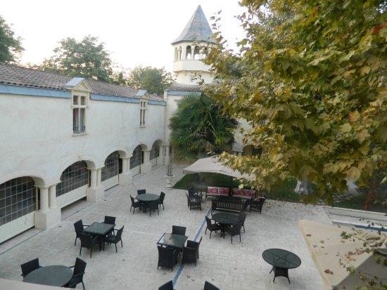 Domaine de Valmont : Une partie du parc et de la terrasse