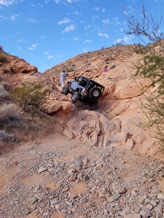 Las Vegas Rock Crawlers: First rocks they had us drive over!
