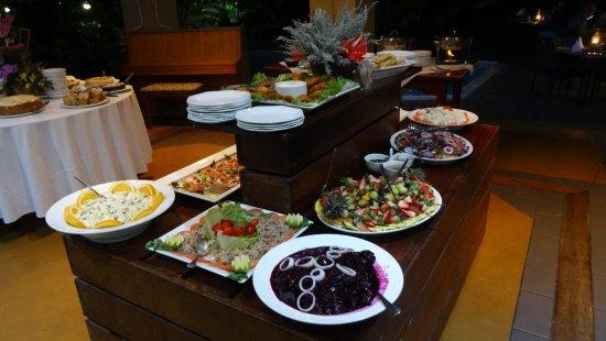 هوتل نومبي آند جاردن سويتس: Voorgerechtjes, warme gerechten, en heerlijke