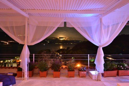 Vista del lago de Atitlán de noche en Hotel Pa Muelle  San Juan La Laguna, Sololá