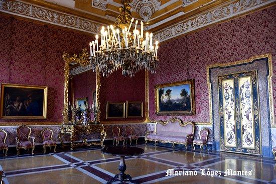 Palazzo Reale di Napoli : Salón fíjese en las velas de lámpara