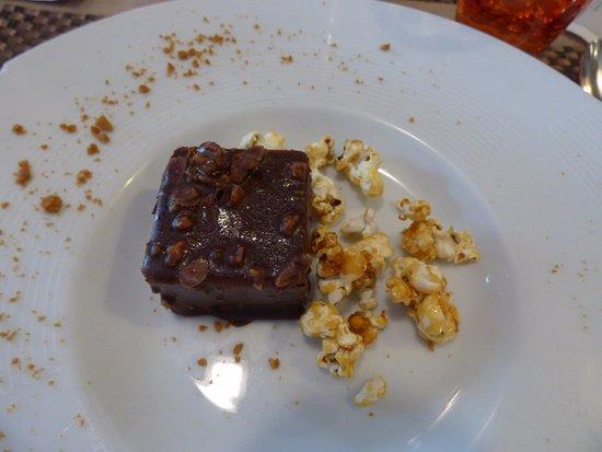 Cesson-Sevigne, France: crémeux de chocolat praliné, pop corn (délicieux et léger)