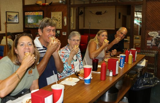 Altoona, بنسيلفانيا: Travelers from out of state enjoying the food and atmosphere.  