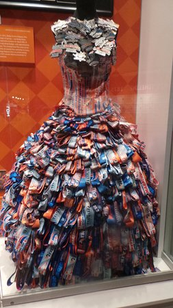 """Kentucky Derby Museum: Peyton Froula's """"Off to the Races"""" dress"""