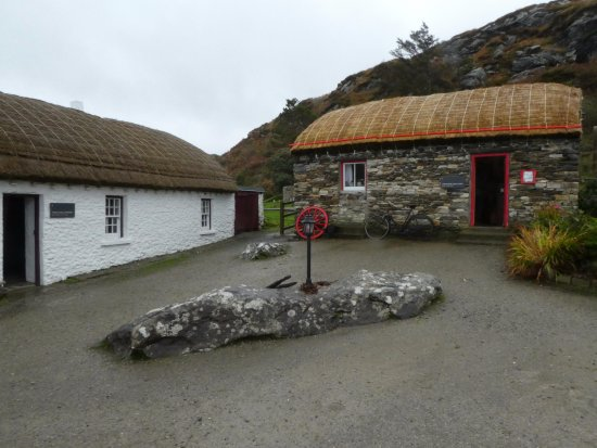 Glencolmcille, Irland: two houses