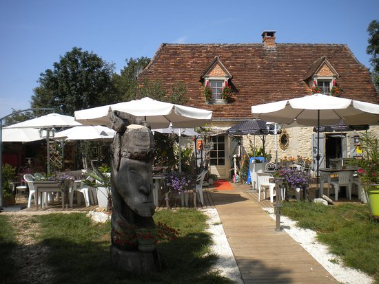Terrasse devant maison amenager jardin devant maison for Restaurant avec jardin 92