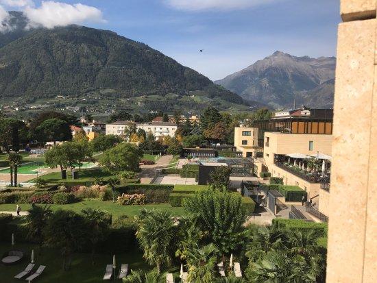 Hotel Therme Meran: городские термы с нашего балкона