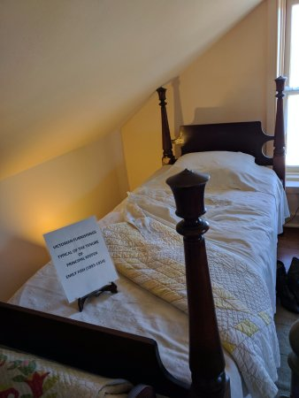 Point Pinos Lighthouse: The Keeper's bed room