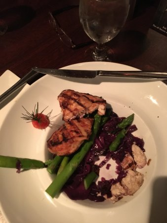 Chambersburg, PA: Chicken with asparagus and red cabbage