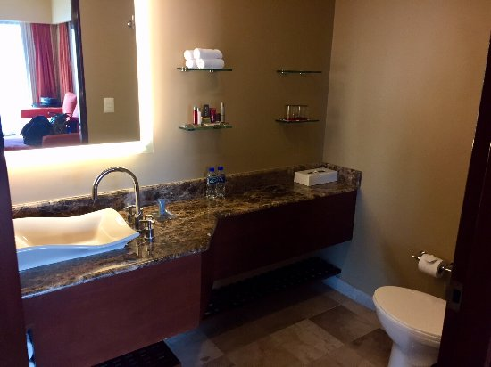 Marriott Puerto Vallarta Resort & Spa: Imperial Suite / Presidential Suite (Room 8040) - Half Bathroom