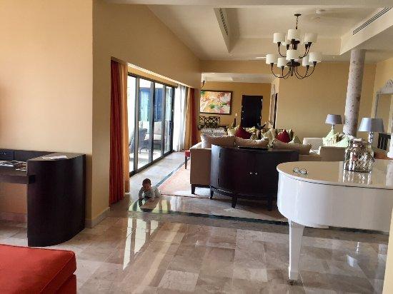 Marriott Puerto Vallarta Resort & Spa: Imperial Suite / Presidential Suite (Room 8040) - Living Room