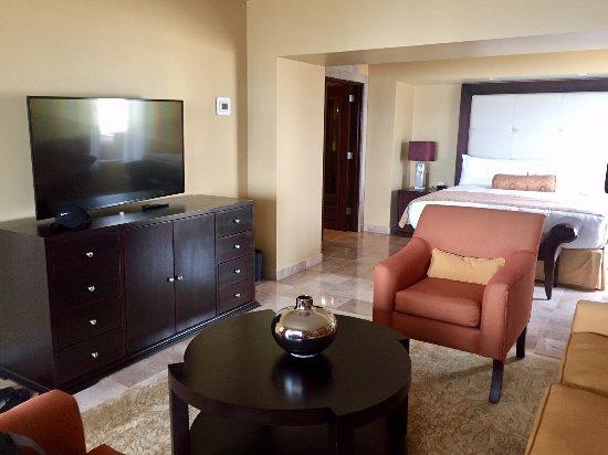 Marriott Puerto Vallarta Resort & Spa: Imperial Suite / Presidential Suite (Room 8040) - Bedroom Seating Area
