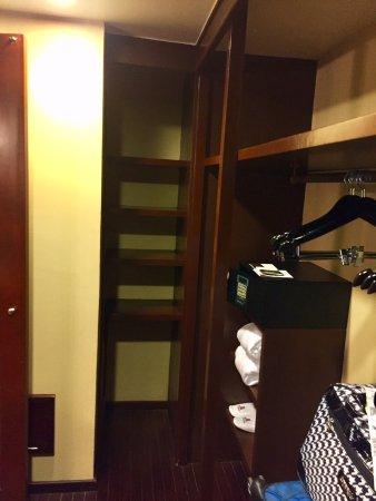 Marriott Puerto Vallarta Resort & Spa: Imperial Suite / Presidential Suite (Room 8040) - Walk-in Closet