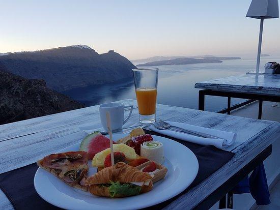 San Antonio Luxury Hotel: Petit-déjeuner sur la terrasse! A couper le souffle!