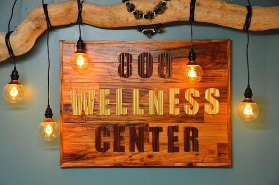 ‪808 Wellness Center‬