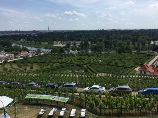 Zámek Troja: Troja Chateau garden, view from Botanical Garden