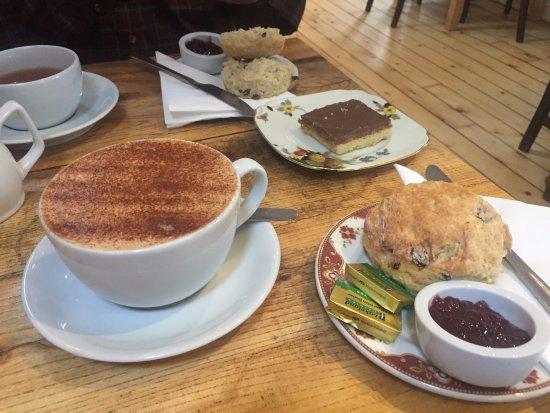 Culross, UK: Cappuccinos, scones and shortbread