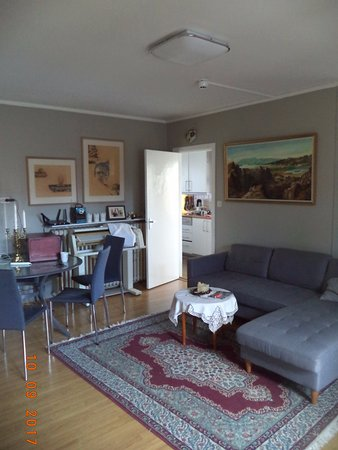 BB 44 Guesthouse: Guest Living Room