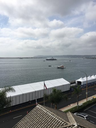 Hilton San Diego Airport/Harbor Island: View of Race from Balcony