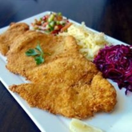 Caulfield, Australia: The largest schnitzel in town!