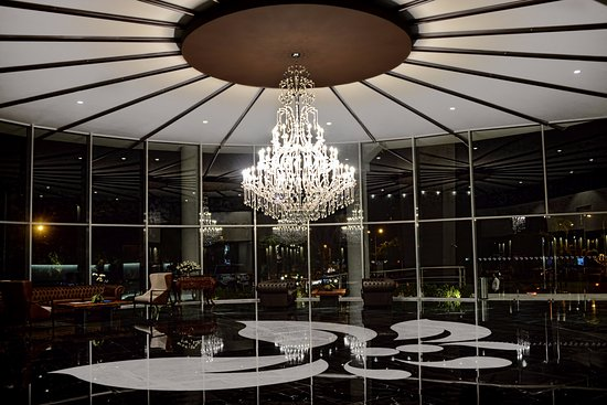 Los Tajibos Hotel & Convention Center: Lobby