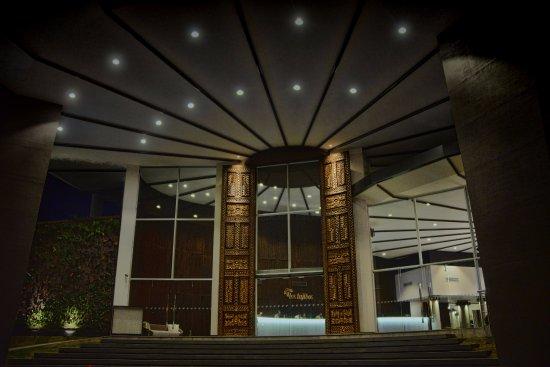 Los Tajibos Hotel & Convention Center: Lobby 1