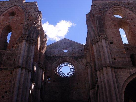 Chiusdino, Italy: Interno Abbazia