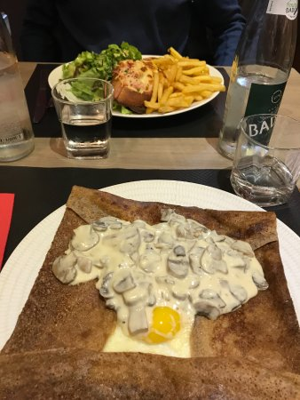 Le Domesday: Gallet in front, sandwich and fries in the back.