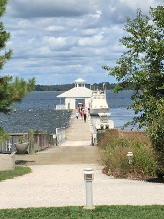 Hyatt Regency Chesapeake Bay Golf Resort, Spa & Marina: pier from hotel grounds