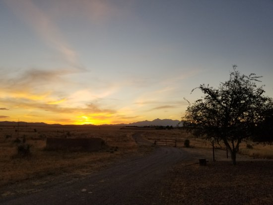 Elgin, AZ: Sunset from just outside the rooms