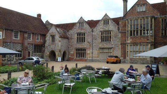Salisbury, UK: Cafe seating area outside