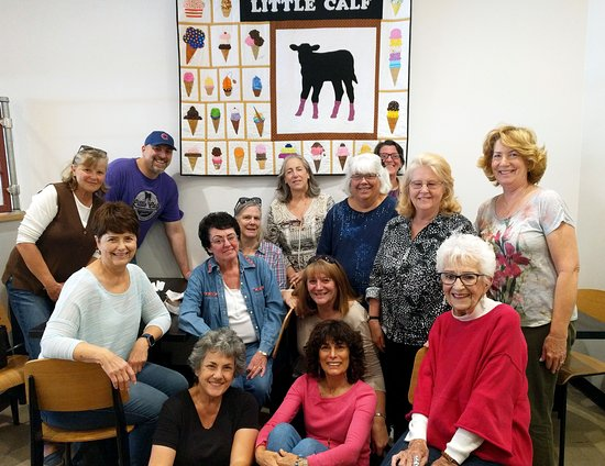 Thousand Oaks, Californië: Local quilting club presents LC with a gift of love!  Amazing!!