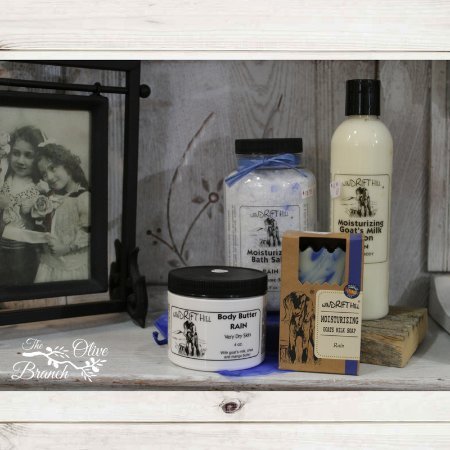 Belle Fourche, Dakota del Sur: Windrift Hill goats milk lotions, soaps, body butter, & bath salts