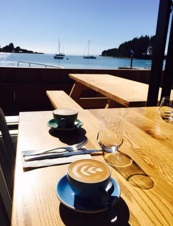 Mapua, New Zealand: seaside dining