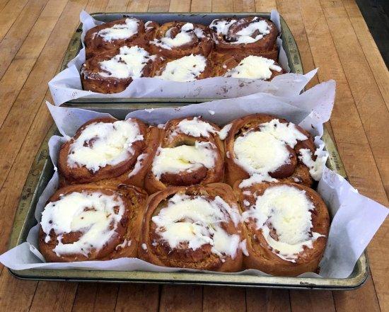 แลงลีย์, แคนาดา: Fresh baked cinnamon buns!